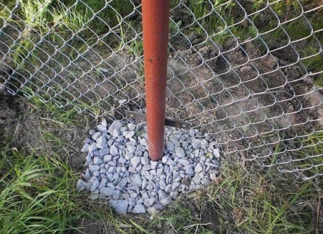 Самостоятельное бетонирование столбов для забора